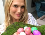 Molly Sims Shares How to Make Marbleized Easter Eggs