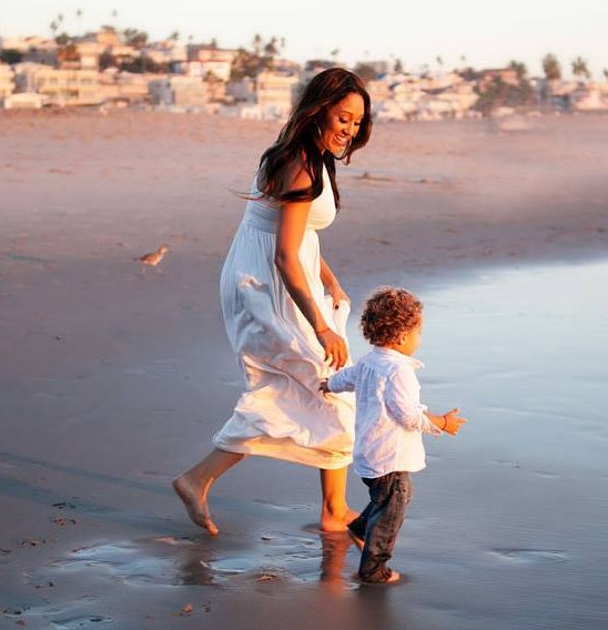 Tamera Mowry Talks About Managing Tantrums