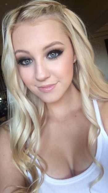Heather Locklear's Teen Daughter Ava Looks Like Her Famous Mom