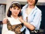 Throwback Thursday: Mayim Bialik Hanging Out with a 21-Year-Old Jennifer Aniston