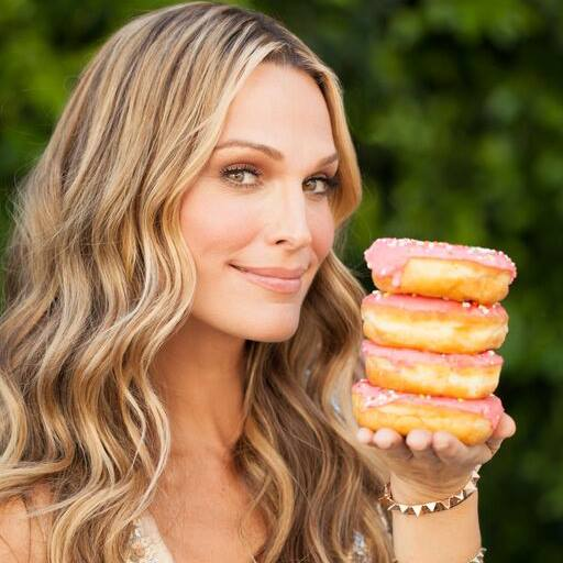 "Molly Sims Gives Advice on 7 ""Food Fakers"" to Avoid"