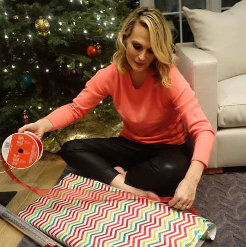 Molly Sims' 6 Steps on Wrapping the Perfect Present