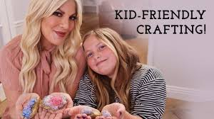 Tori Spelling and Daughter Make DIY Crafts at Home